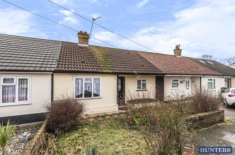 1 Bedroom Bungalow for sale in Albany Road, Hornchurch, RM12 4AB
