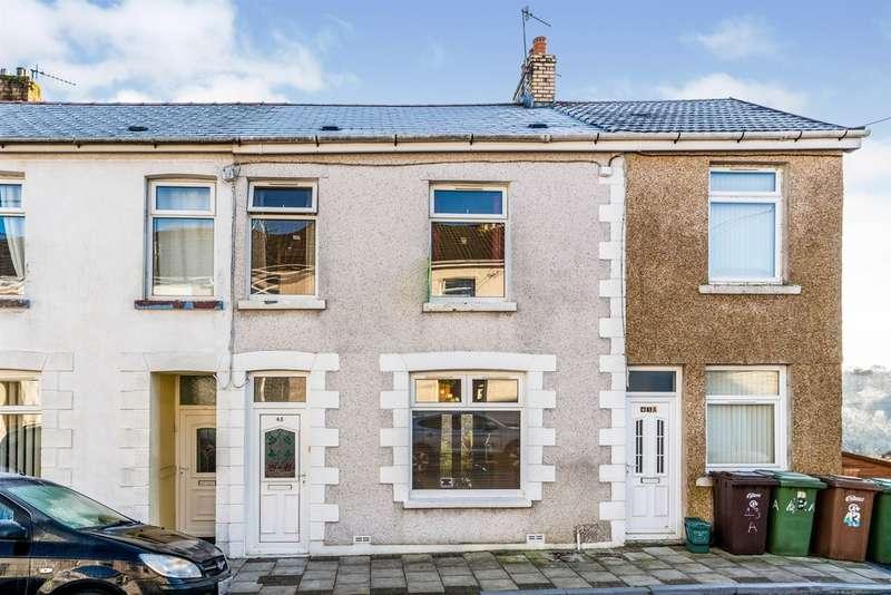 3 Bedrooms Terraced House for sale in Raglan Road, Hengoed