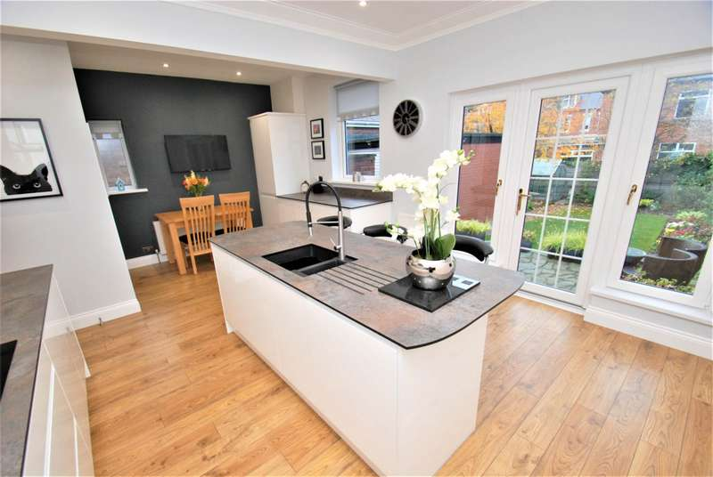 3 Bedrooms Semi Detached House for sale in Westoe Drive, South Shields