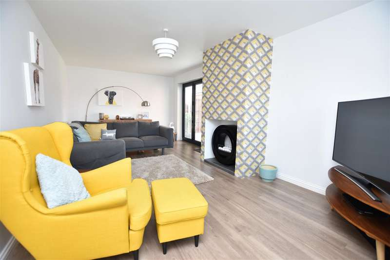 4 Bedrooms Detached House for sale in Threadcutters Way, Shepshed, Loughborough