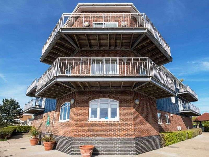 2 Bedrooms Property for sale in East Cowes, PO32 6UB