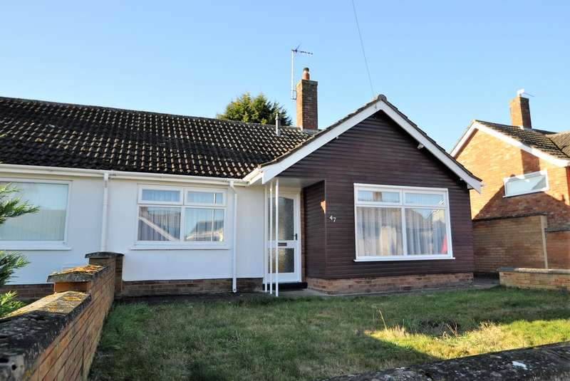 2 Bedrooms Semi Detached Bungalow for sale in Kennedy Avenue, Halesworth