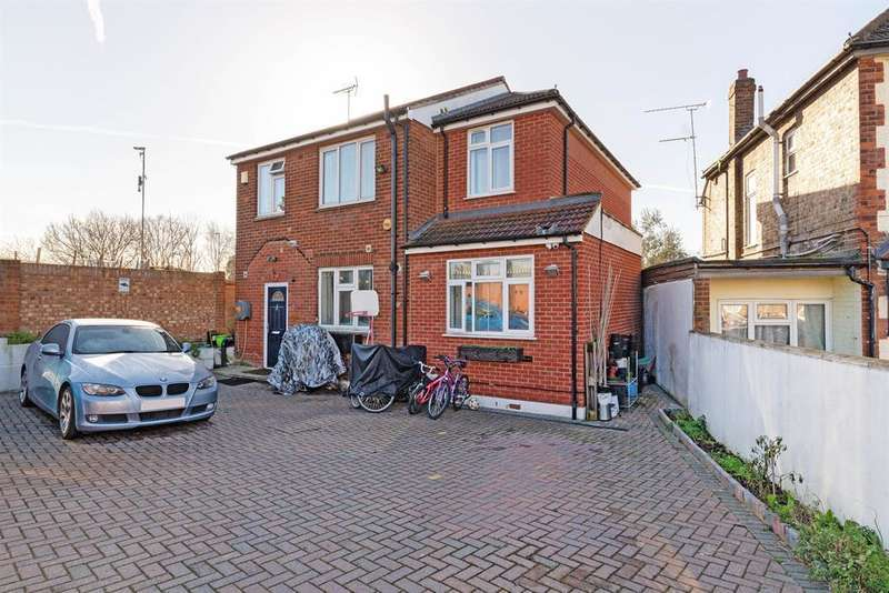 9 Bedrooms Detached House for sale in Station Road, TW3