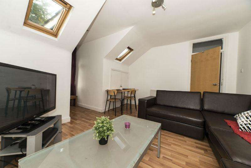 3 Bedrooms Flat for sale in Ladybarn Road, Fallowfield, Manchester, M14 6WN