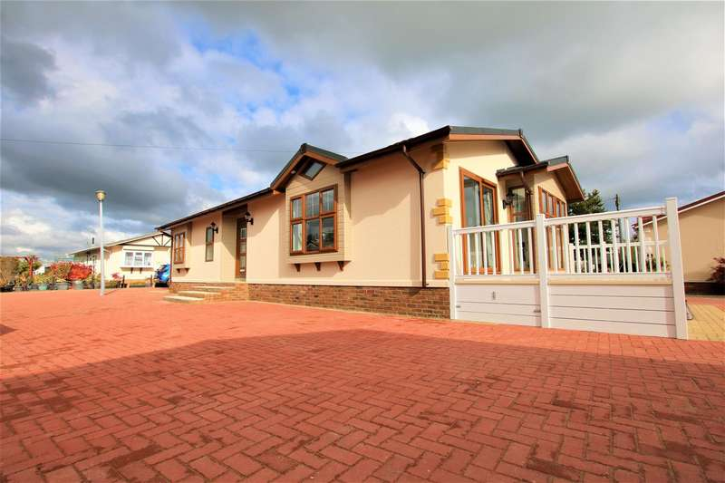 2 Bedrooms Park Home Mobile Home for sale in Crouch Lane, Winkfield, Windsor