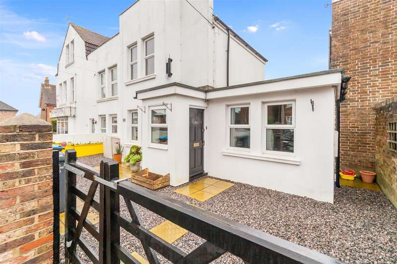 2 Bedrooms Maisonette Flat for sale in Royal George Road, Burgess Hill