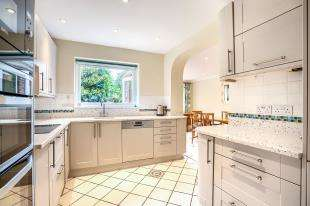 5 Bedrooms Detached House for sale in Abbey Road, Steyning, West Sussex