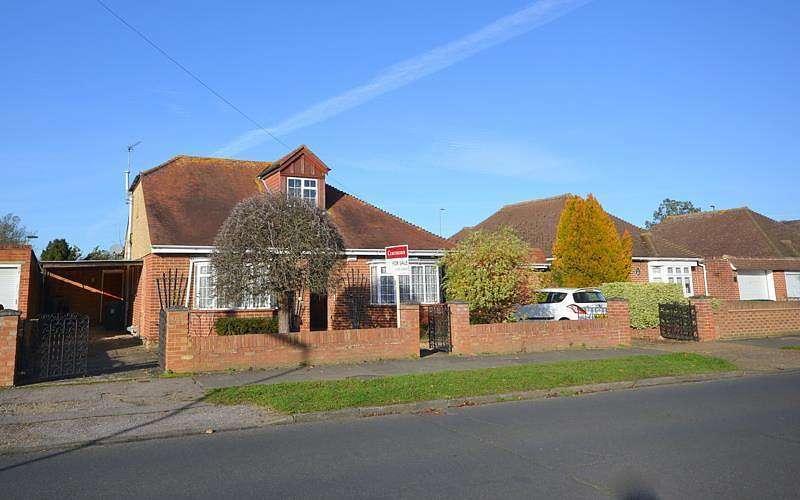 3 Bedrooms Detached Bungalow for sale in Manor Farm Avenue, Shepperton, TW17