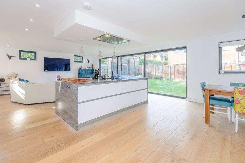 5 Bedrooms Property for sale in Kent Road, Windlesham, GU20