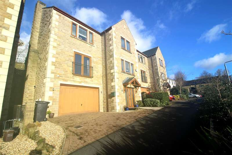 5 Bedrooms Detached House for sale in The Meadows, Sowerby Bridge