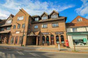 2 Bedrooms Flat for sale in Lewes Road, Forest Row, East Sussex