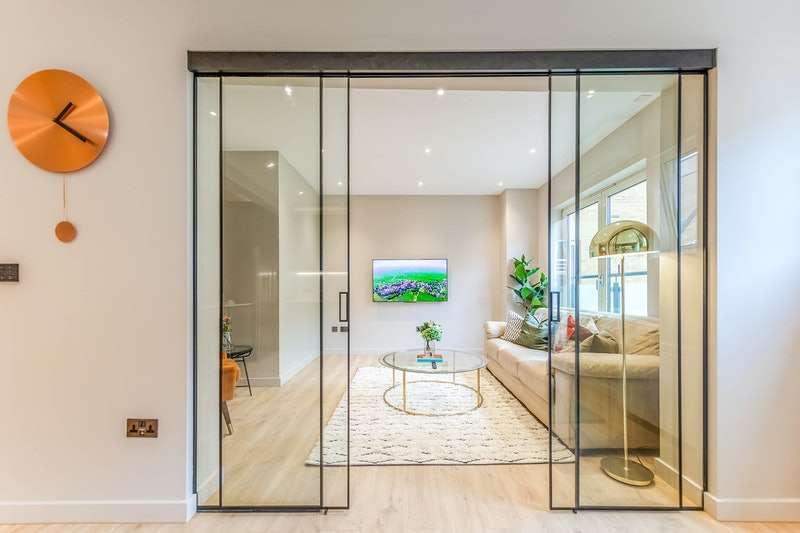 3 Bedrooms Flat for sale in Artichoke Hill, London, London, E1W