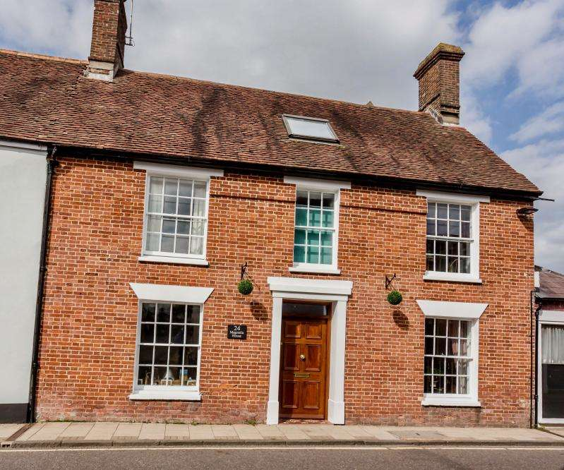 5 Bedrooms Town House for sale in West Street, Wimborne, BH21 1JS