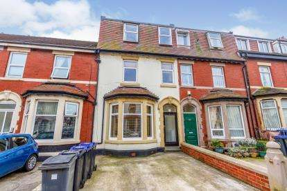 6 Bedrooms Terraced House for sale in Hesketh Avenue, Bispham, Blackpool, Lancashire, FY2