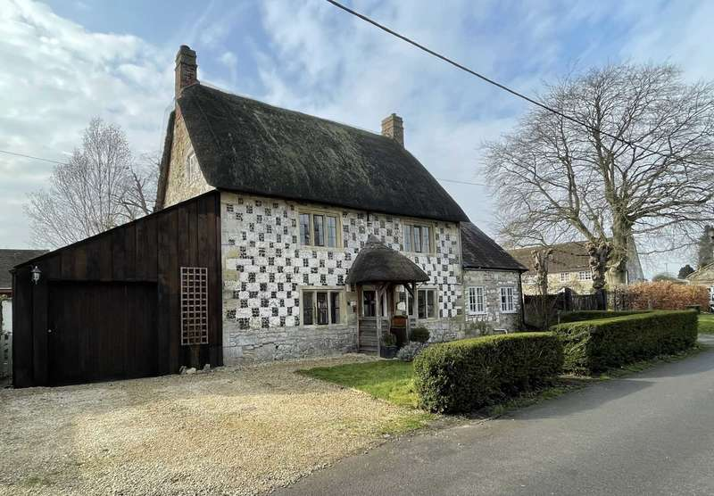 4 Bedrooms Country House Character Property for sale in Wylye