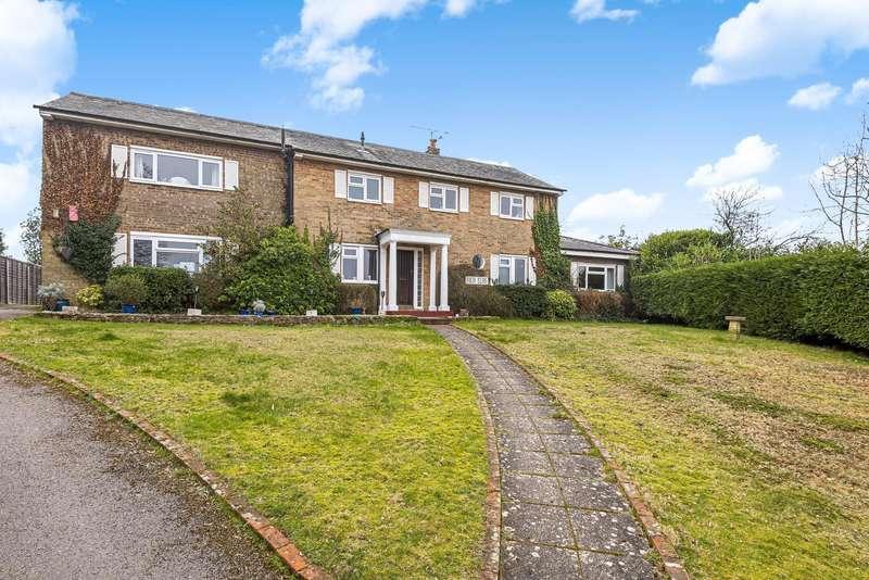 5 Bedrooms Detached House for sale in Ayling Hill, Aldershot, GU11