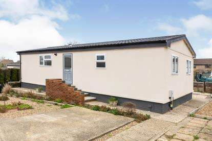 2 Bedrooms Mobile Home for sale in West View, Brookside Mobile Home Park, Bromham, Bedford