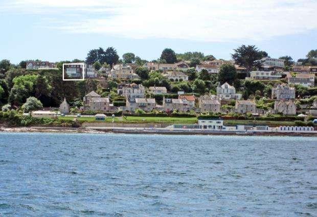 3 Bedrooms Maisonette Flat for sale in Roxburgh, Victoria Road, Brixham, Devon