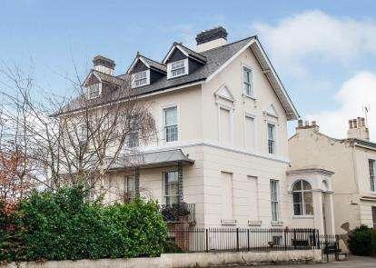 2 Bedrooms Flat for sale in Stratford House, 77 London Road, Cheltenham, Gloucestershire