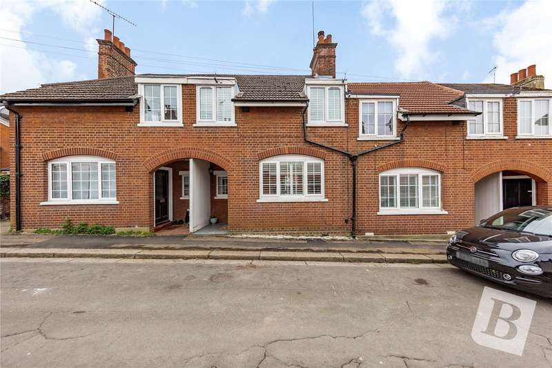 3 Bedrooms Terraced House for sale in Bansons Way, Ongar, CM5