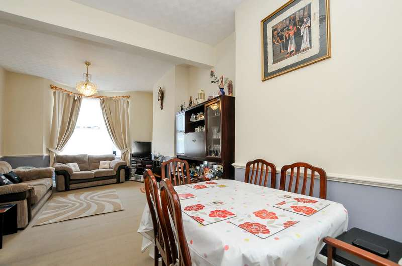 3 Bedrooms Terraced House for sale in Glyn Road, London