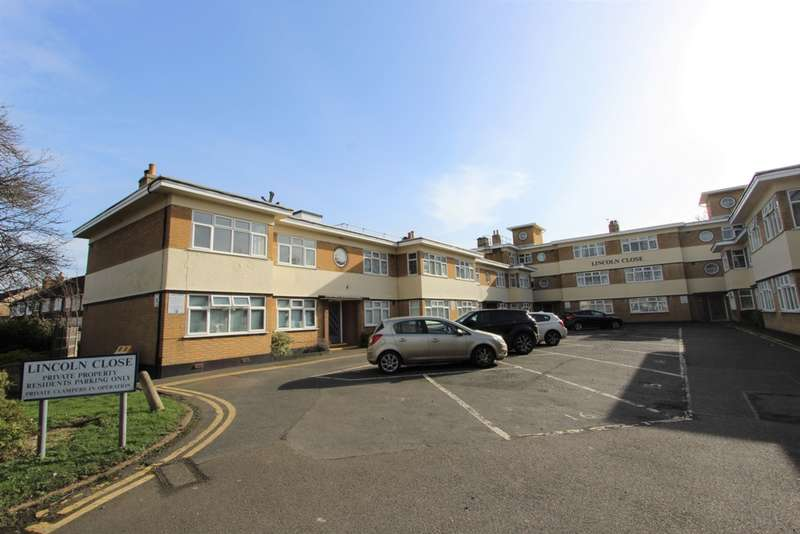 2 Bedrooms Flat for sale in Lincoln Close, Woodside, SE25