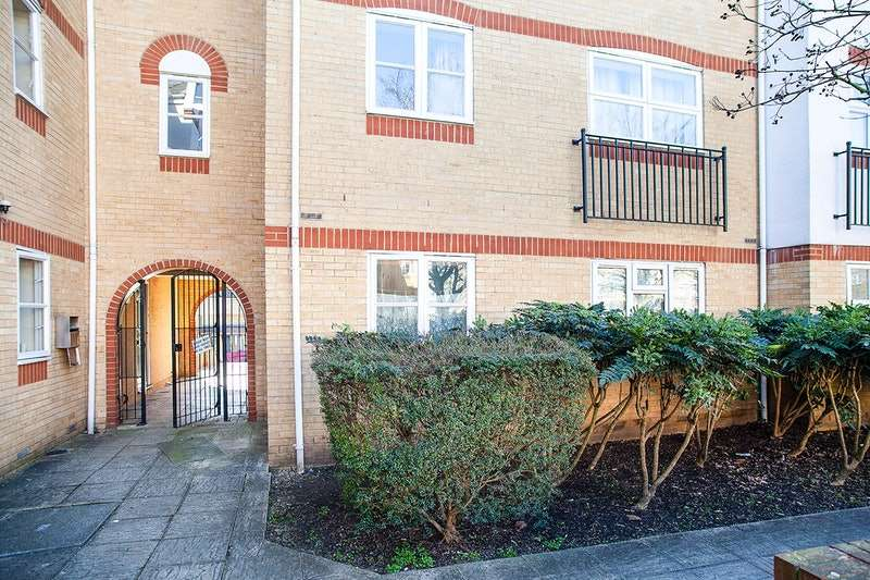 2 Bedrooms Flat for sale in Angelica Drive, London, London, E6