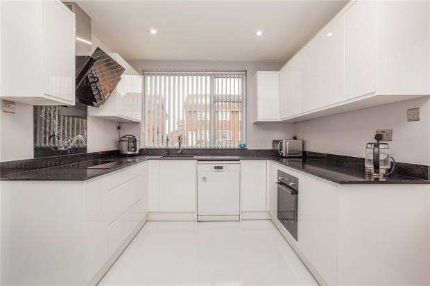 4 Bedrooms Detached House for sale in Reedsfield Road, Ashford