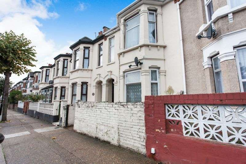 4 Bedrooms Property for sale in Harcourt Avenue, London E12