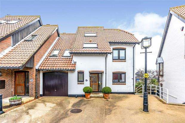 4 Bedrooms House for sale in Velsheda Court, Hythe, Southampton