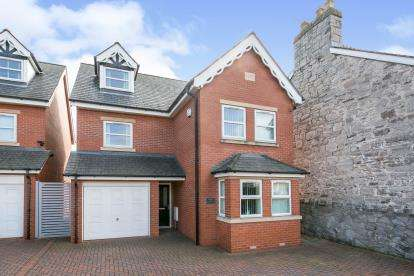 5 Bedrooms Detached House for sale in Gronant Road, Prestatyn, Denbighshire, North Wales, LL19