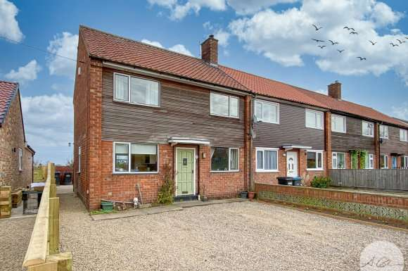 3 Bedrooms Semi Detached House for sale in Craddock Row, Sandhutton