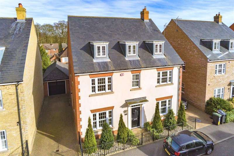 6 Bedrooms Detached House for sale in Kings Wood Park, Epping