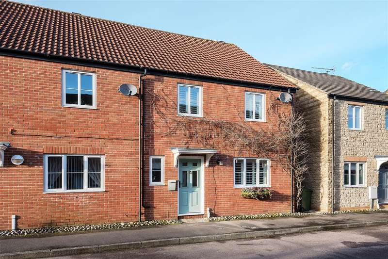 4 Bedrooms Semi Detached House for sale in Minnow Close, Calne