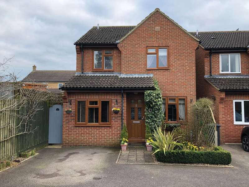 3 Bedrooms Detached House for sale in Jubilee Gardens, Biggleswade, SG18