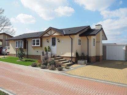 2 Bedrooms Mobile Home for sale in Kingsmans Farm Road, Hullbridge, Essex