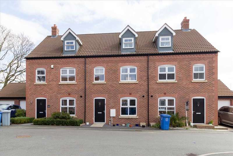 3 Bedrooms Terraced House for sale in Denford Close, Burton Latimer