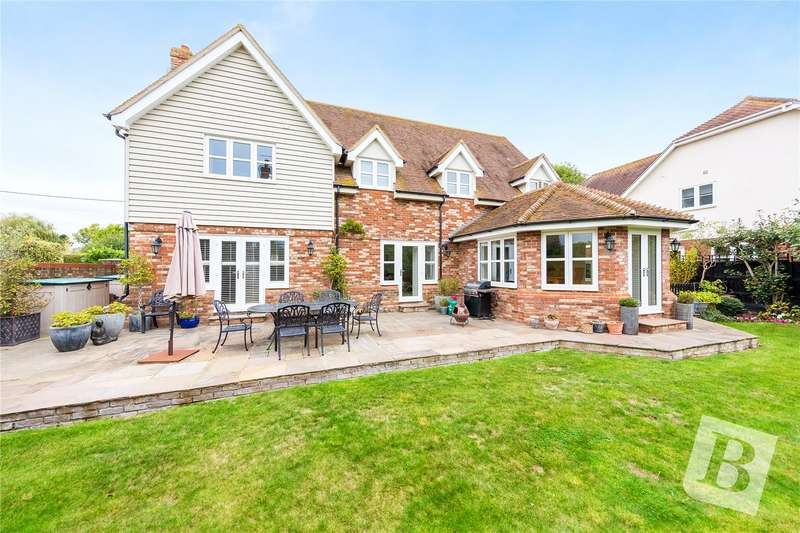 5 Bedrooms Detached House for sale in The Gables, North Fambridge, Chelmsford, CM3