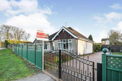 3 Bedrooms Bungalow for sale in Stoneyford Road, Sutton-In-Ashfield, Nottinghamshire, Notts