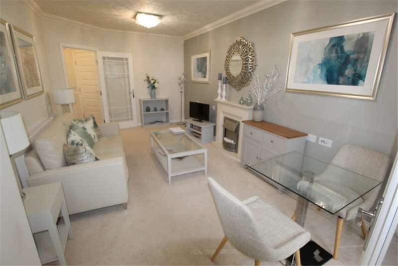 1 Bedroom Apartment Flat for sale in RETIREMENT RESIDENCE NEAR TOWN AND SEAFRONT