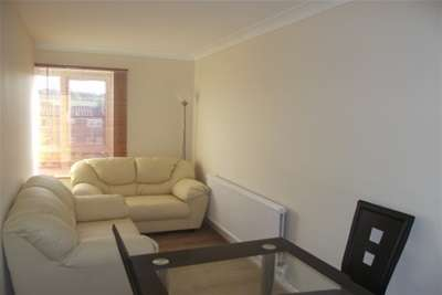 3 Bedrooms Flat for rent in Avon Way, Colchester