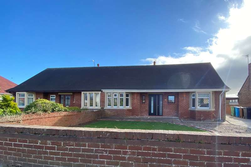 3 Bedrooms Bungalow for rent in Lancaster Avenue, Lytham St Annes, FY8