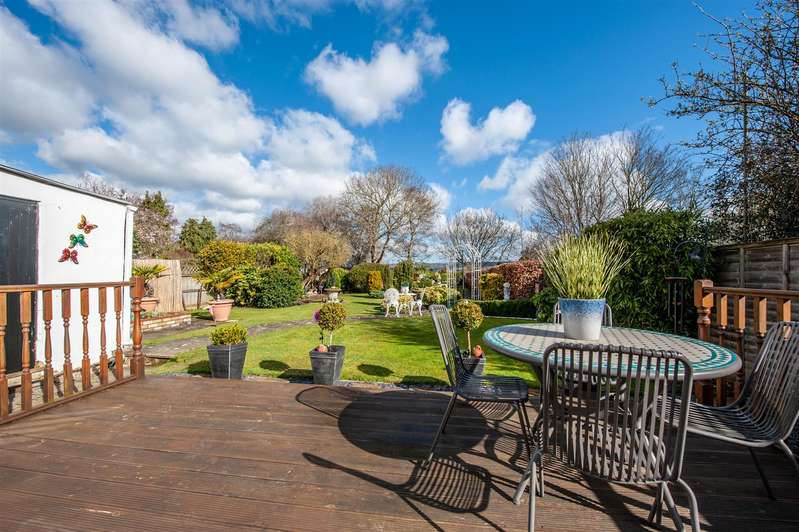 4 Bedrooms Bungalow for sale in London Road, Ditton, Aylesford