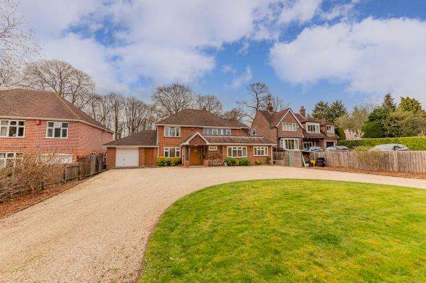4 Bedrooms Detached House for sale in Farnborough Road, Farnborough, Hampshire