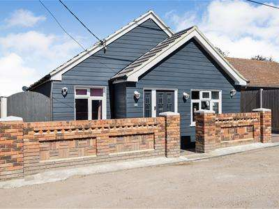 3 Bedrooms Detached Bungalow for sale in Clifton Road, Bowers Gifford.