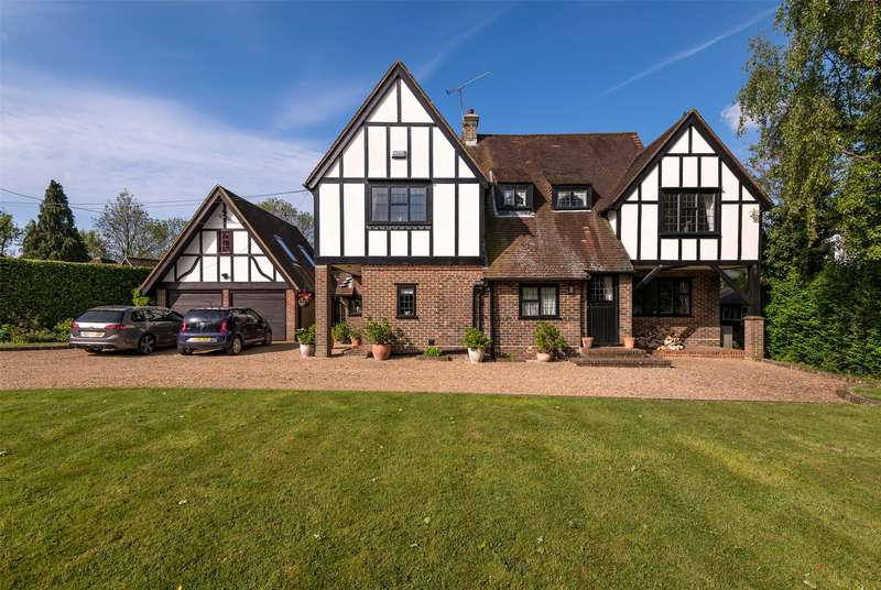 5 Bedrooms Detached House for sale in Dayseys Hill, Outwood, Redhill, Surrey, RH1