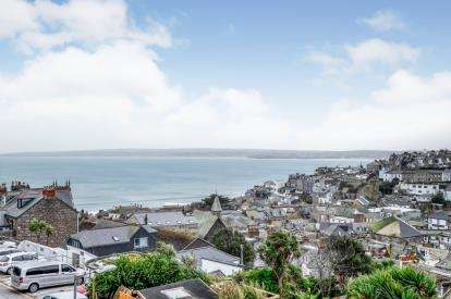 2 Bedrooms Maisonette Flat for sale in St. Ives, Cornwall