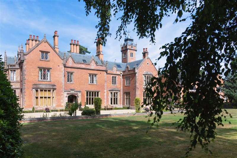 3 Bedrooms Apartment Flat for sale in Altrincham Road, Styal