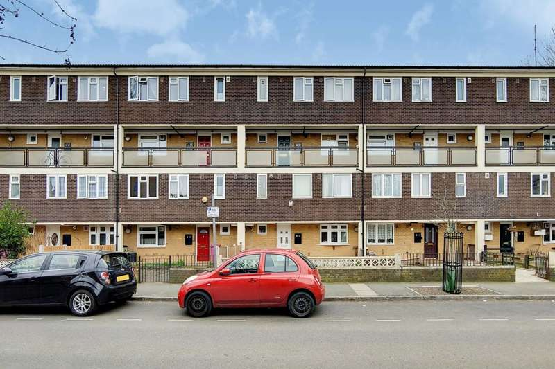 4 Bedrooms Maisonette Flat for sale in OIEO 500,000, Malmesbury Road, Bow, E3