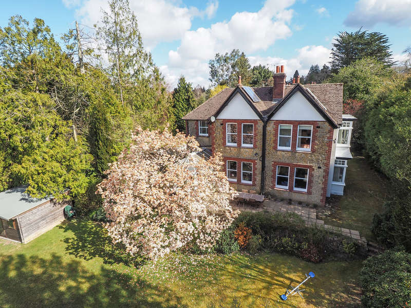 5 Bedrooms Detached House for sale in Hill Brow Road, Hill Brow